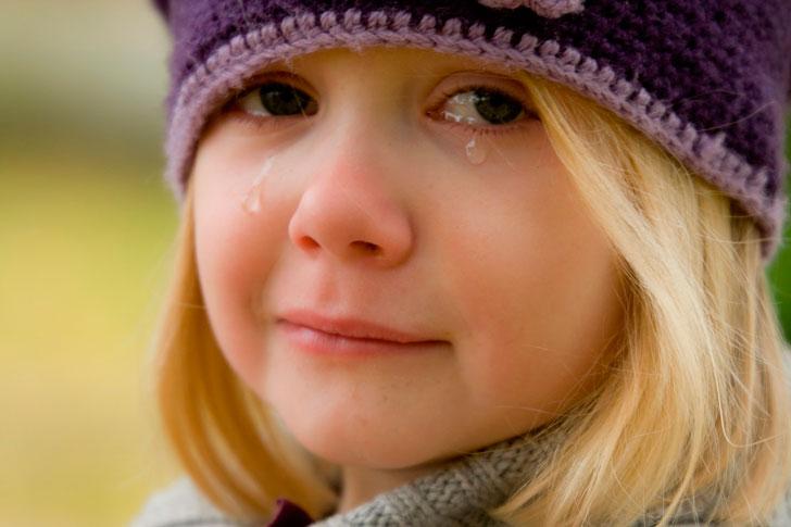 Reiz es no pusdienām gāju uz darbu un ieraudzīju aptuveni deviņus gadus vecu meiteni, kura klaiņoja pa ielām un rūgti raudāja…