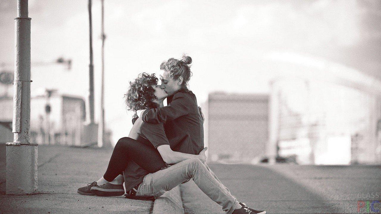 Kas skūpstu padara patiešām labu? Ekspertu viedoklis