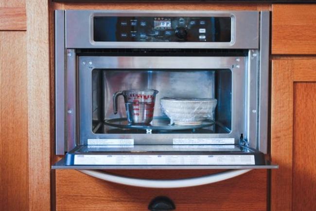 17 virtuves viltības, par kurām uzzinot jūs gribēsiet gatavot vēl biežāk