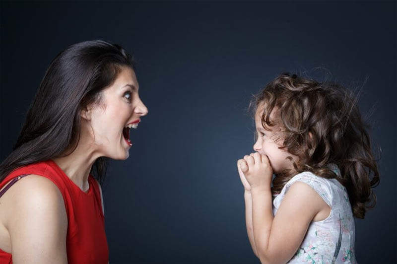 Lūk, viens svarīgs iemesls, kādēļ nekad nevajadzētu bļaut uz saviem bērniem. Zaudēsiet kontroli pār sevi – zaudēsiet savu bērnu!