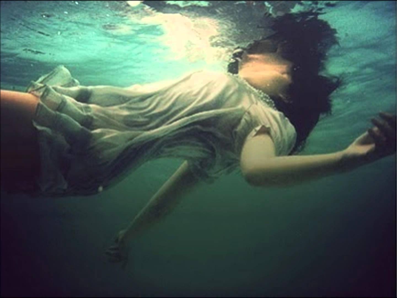 Vīrs atstāja sievu noslīkt okeāna vidū…