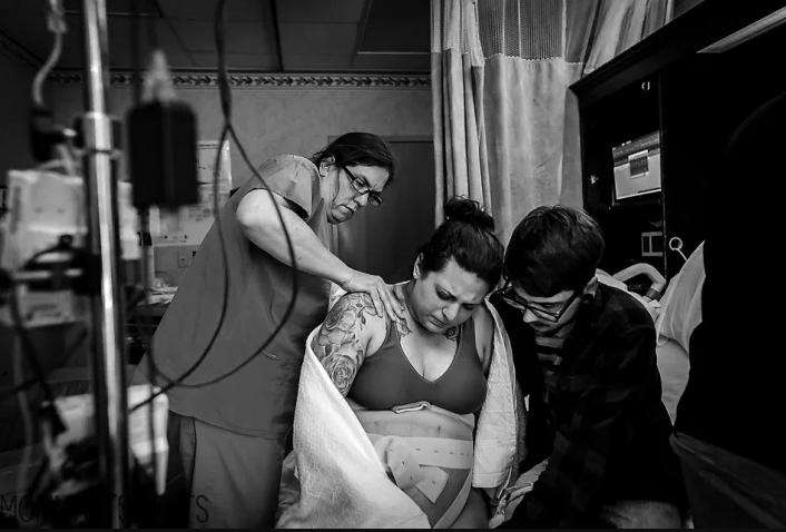 Šī fotogrāfija, kurā attēlota pēcdzemdību realitāte, aizkustināja simtiem jauno māmiņu visā pasaulē