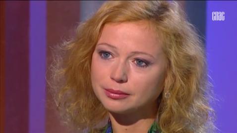 Aktrise Jeļena Zaharova pastāstīja, kā tika pāri 8 mēnešus vecās meitiņas nāvei