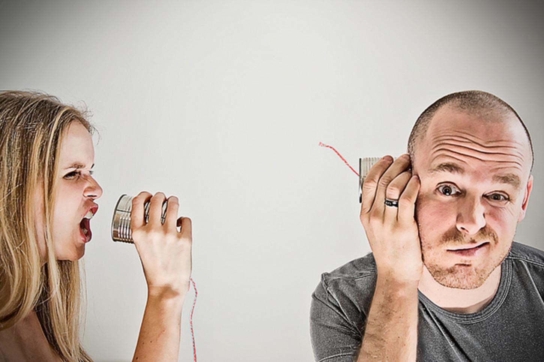 Kā ātri apklusināt uz jums kliedzošo sievu?
