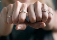 Juvelieru etiķete: kā nēsāt gredzenus, lai profesionāļi par jums nesmīkņātu. Vai jūs to ievērojat?