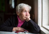 Kāpēc veciem cilvēkiem nāk nepatīkama smaka no mutes?