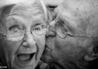 """79-gadīgais vectēvs nolēma aizstaigāt uz aptieku pēc """"viagras"""" – un saņēma no sievas ģeniālu atbildi. Tu, re, ko!"""