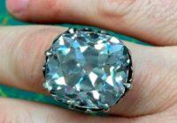 Sieviete nopirka par 10 mārciņām gredzenu, kura vērtība ir gandrīz 1 miljons ASV dolāru. Kā tas notika?