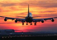 """Lidmašīna gaisā apgriezās un nolaidās uz zemes: māte aizmirsa bērnu lidostā. """"Gada māte!"""""""