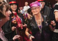 Naktsklubs vecāka gada gājuma cilvēkiem: tur viņi dzer tēju un dejo disko. Klubs tiem, kuriem pāri…