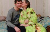 Zēns 8 gadus skaldīja malku un rūpējās par savu paralizēto māti. Pēc 8 gadiem masu informācijas līdzekļi bija šokā, uzzinot, kas noticis šajā ģimenē…