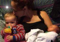 Brīdinājums visiem vecākiem! Šis mazulis gandrīz zaudēja divus kāju pirkstus mātes garo matu dēļ