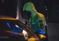 """Tukumā jaunieši saņem vairāku tūstošu eiro sodu par """"Mājsēdes"""" neievērošanu, kā arī braukāšanu bez vadītāja apliecības"""